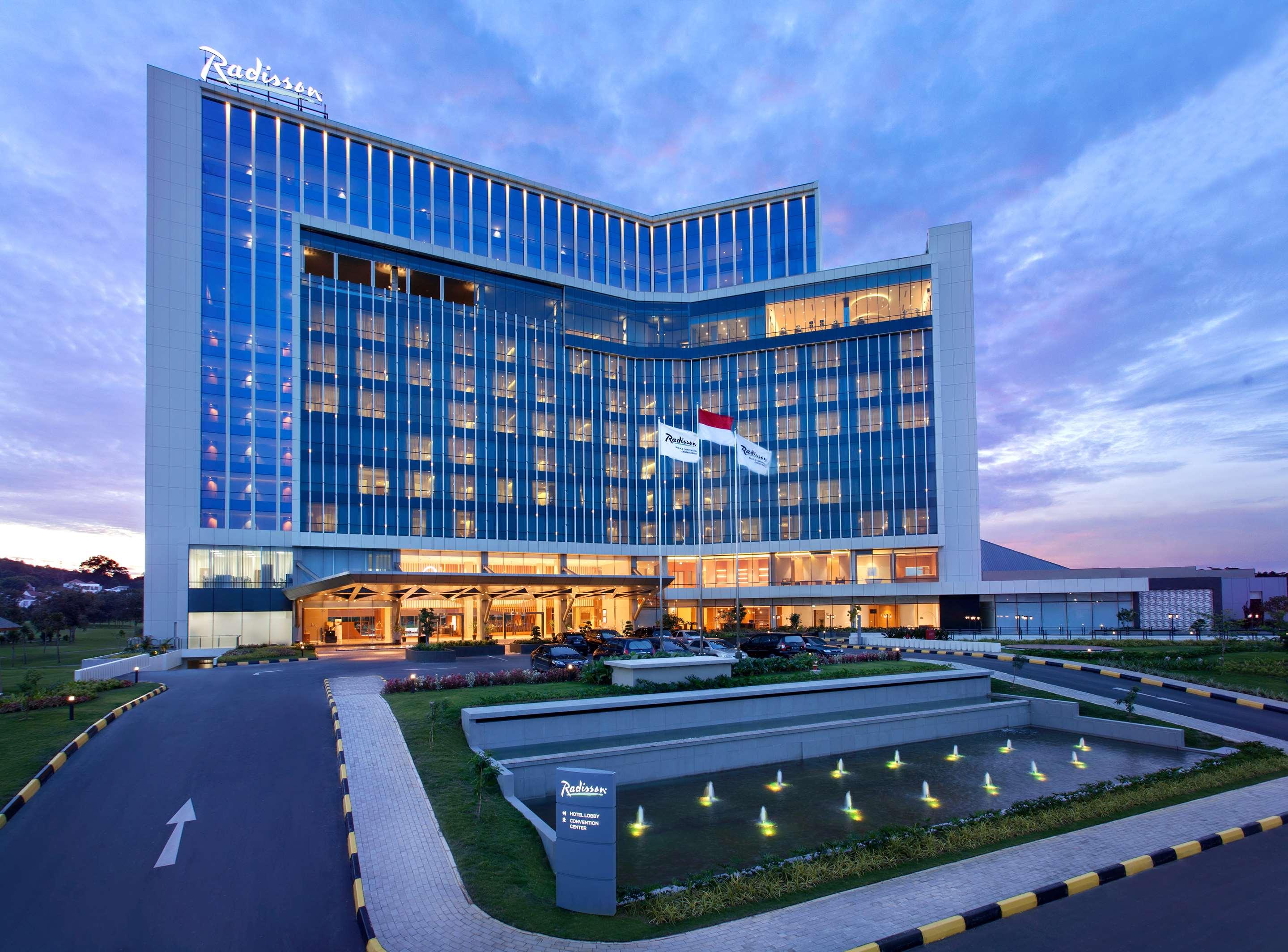 Batam Hotels | Radisson Golf & Convention Center Batam